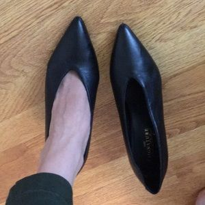 Pointed toe pump black genuine leather size 9